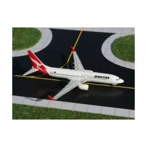 Gemini Jets Qantas B737 800 Model Airplane: Toys & Games