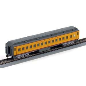 HO RTR Heavyweight Clerestory Roof Coach UP: Toys & Games