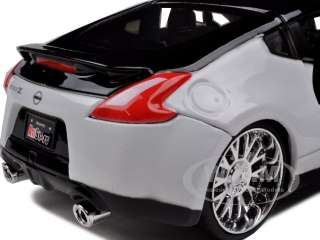 2009 NISSAN 370Z BLACK/WHITE 1/24 CUSTOM MODEL CAR |