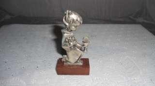 Figurine communion enfant calice hostie raisins