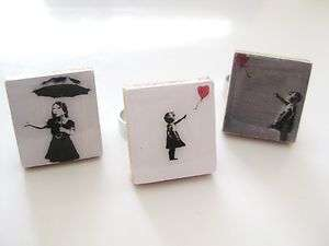 Style Ring (girl with balloon and umbrella) white/grey/black