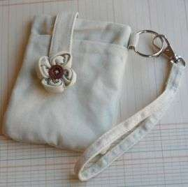 60 1623 Maya Road Alterable Canvas Wristlet Detail Page